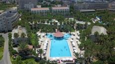 large-pool-oscar-resort