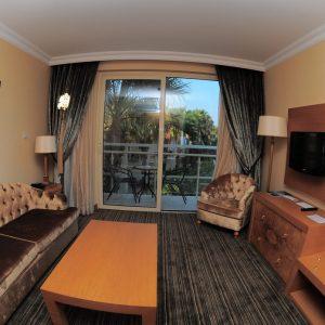 oscar_poolside_suites