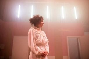 Les Bâtards Dorés - 100 millions qui tombent, filage au Théâtre de la Cité (TNT), Toulouse. Création lumière Lucien Valle. Lisa Hours.