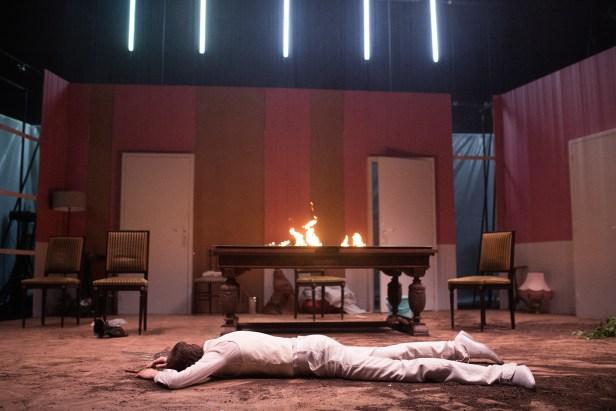 Les Bâtards Dorés - 100 millions qui tombent, filage au Théâtre de la Cité (TNT), Toulouse. Création lumière Lucien Valle. Ferdinand Niquet-Rioux.