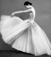 Dovima-Richard-Avedon-1950-Cristobal-Balenciaga