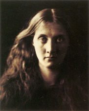 Julia_Margaret_Cameron_oenf_89My_niece_Julia_full_face,_by_Julia_Margaret_Cameron