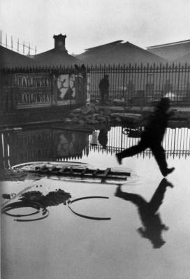 Detrás de la Gare Saint-Lazare, Paris 1932 Henri Cartier-Bresson.