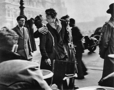 Kiss by the Hotel de Ville Robert Doisneau 1950
