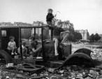 La voiture fondue,1944 Robert Doisneau