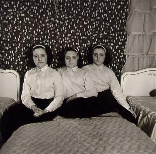 Triplets in their bedroom, N.J. 1963 Diane Arbus