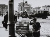 alexander-rodchenko-la-vendeuse-de-cigarette-place-pushkinskaya-1927