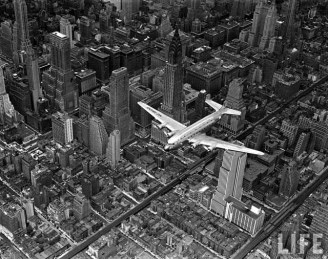 airplane_over_manhattan_sm