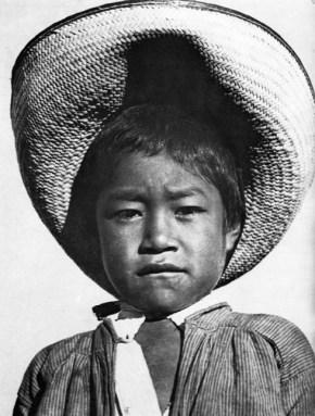 026_Tina Modotti, Bambino con un largo cappello, 1927-28