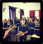 A punto de iniciar la presentación del libro. Foto cortesía de Ulises Castellanos