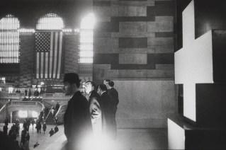 Warri_Winogrand_Garry Winogrand, Grand Central Terminal, New York, 1964. © Estate of Garry Winogrand and courtesy Fraenkel Gallery, San Francisco_11