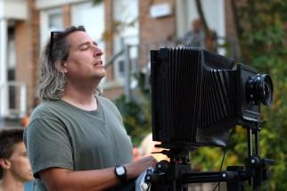 Gregory Crewdson con la cámara de gran formato 8x10