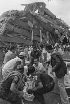 Rescate en el edificio Nuevo León, Tlatelolco, 19 de septiembre © Marco Antonio Cruz