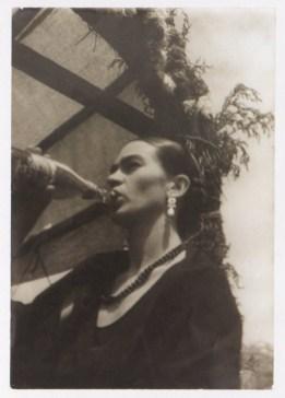 Fotógrafo no identificado. Frida Kahlo, Ciudad de México (1930)