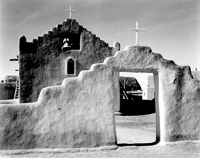 Ansel Adams. Iglesia en Taos Pueblo, New Mexico