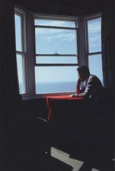 Anthony en una besa frente al mar. Brighton, Inglaterra. 1979