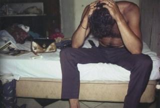 Brian con la cabeza entre las manos. Mérida, México, 1982