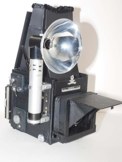 Graflex con flash acoplado