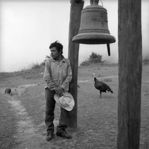 """Nacho López. """"Hombre junto a una campana."""""""
