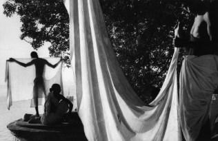 India. Uttar Pradesh. Bénarès. 1956. After bathing in the Ganges