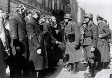 En 1943 los nazi concentraron a 3 millones de judíos en el Gueto de Varsovia.