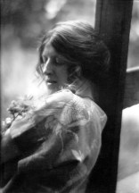 imogen_cunningham_clare-and-floating-seeds-1910