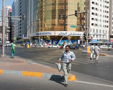 Abu Dhabi. Stephen Shore. 2009 (La luz de medio día carece prácticamente de una dominante de color)