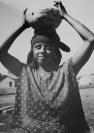 Tina Modotti. Joven llevando una calabaza, Tehuantepec. (1929)