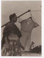 Foto por Manuel Álvarez Bravo. Coyoacán (ca. 1937)
