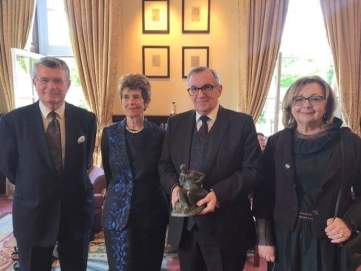 Aurelia Young presents departing Croatian Ambassador Ivan Grdešić and his wife Elena with a maquette of Sigmund Freud's Hampstead Statue on 12 June at the Athenaeum Club in London