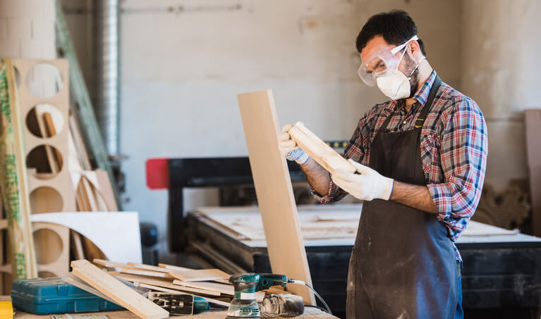 dust masks and goggles for wood working