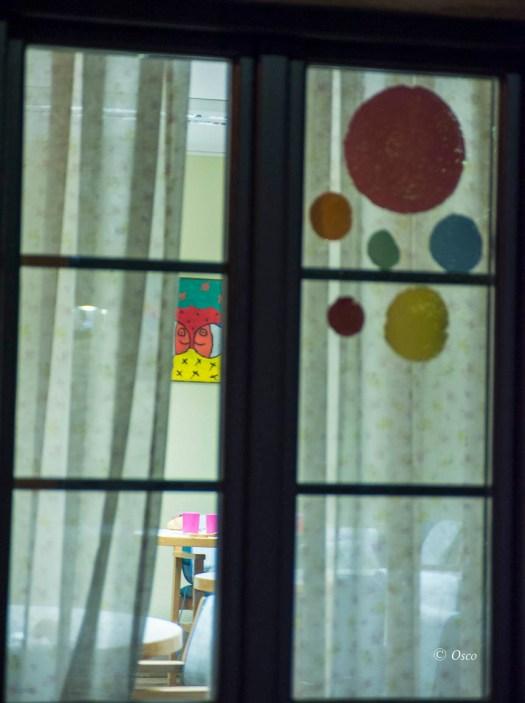 tras la ventana, Robert Burks