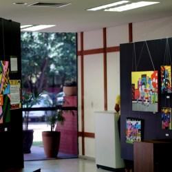 Releituras de obras de Romero Britto são expostas na Seduc