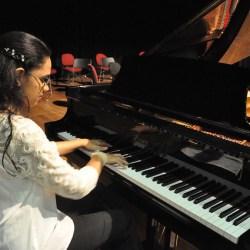 Aline Martins faz solo de piano no Teatro Sesc Palmas