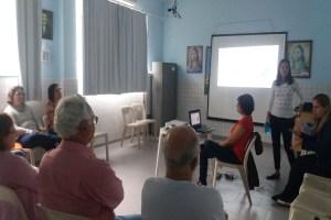 """Voluntários """"não-técnicos"""" participando da palestra com a temática """"Autismo: tocando um novo mundo""""."""