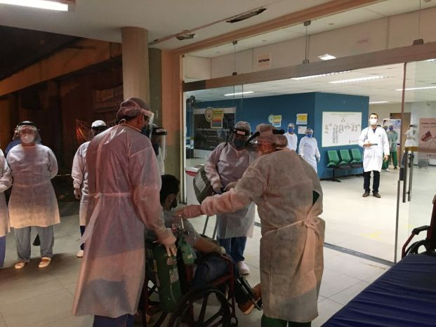 Pacientes chegaram ao Hospital das Clínicas da UFPE, vindo de Manaus - Foto: Divulgação / Unidade de Comunicação Social HC