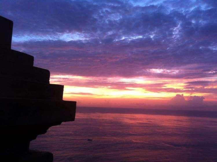 Coucher de soleil à Padang Padang, Bali, Indonésie