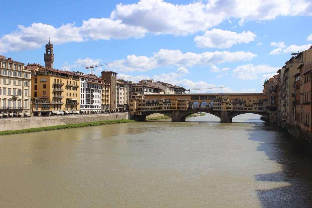 voyager seule ponte vecchio florence