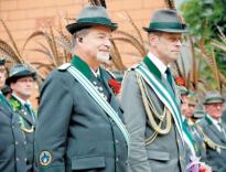 Nachfolge: Kristian Hoffmann (r.) soll anstelle des vor wenigen Wochen verstorbenen Oberst Reiner Köster (l.) neuer 1. Vorsitzender des traditionsreichen Schützenvereins werden