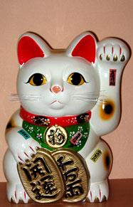 O Maneki-neko é uma figura comum japonêsa (amuleto da sorte e talismã), geralmente feito de cerâmica. É usado nas casas para trazer boa sorte ou para decorar a casa. A clássica imagem da estatueta é inspirada no Bobtail japonês acenando com uma pata. O Maneki Neko também é muito exibido na entrada de lojas, restaurantes e outras atividades comerciais. O maneki-neko é também chamado de gato acolhedor, gato afortunado, gato do dinheiro, gato feliz, gato acenando.