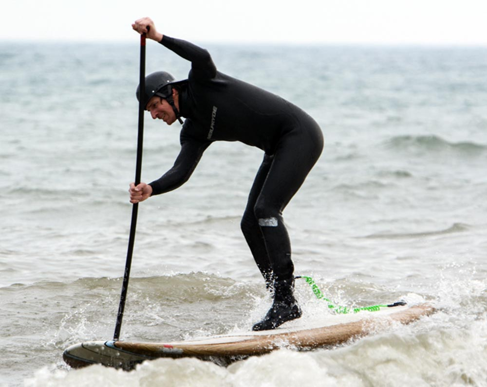 While the calendar suggests cooler weather, thermometers were suggesting something different. Temperatures over the weekend rose to the mid-teens and some Oshawa residents took to the lakefront to enjoy the unseasonable warmth. One of those was Jeff Langley, who took to the waves on his standup paddleboard.