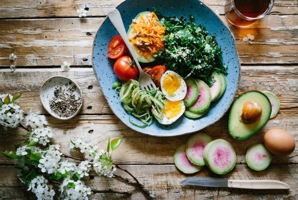 다이어트 식단, 토마토, 아보카도, 시금치, 계란