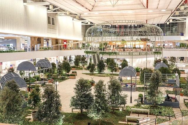 여의도 현대백화점 내부, 식물원을 연상시키는 포레스트 공간
