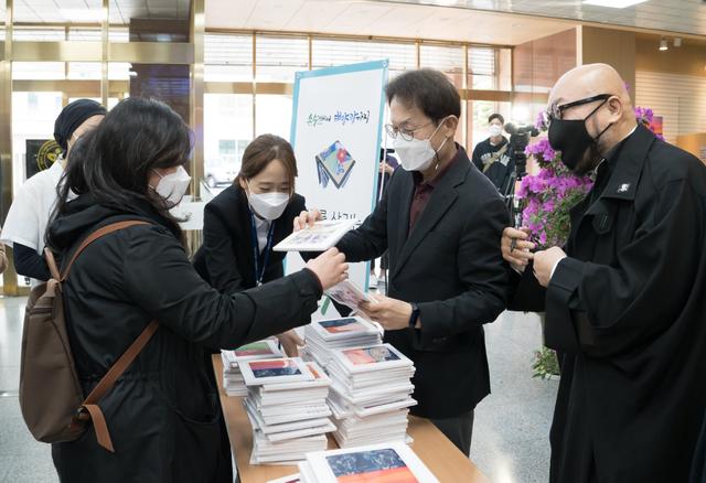 서울시교육청 '화장실 종이휴지 없앤다'