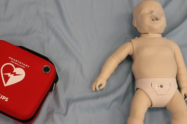 심폐소생술과 심장재세동기.