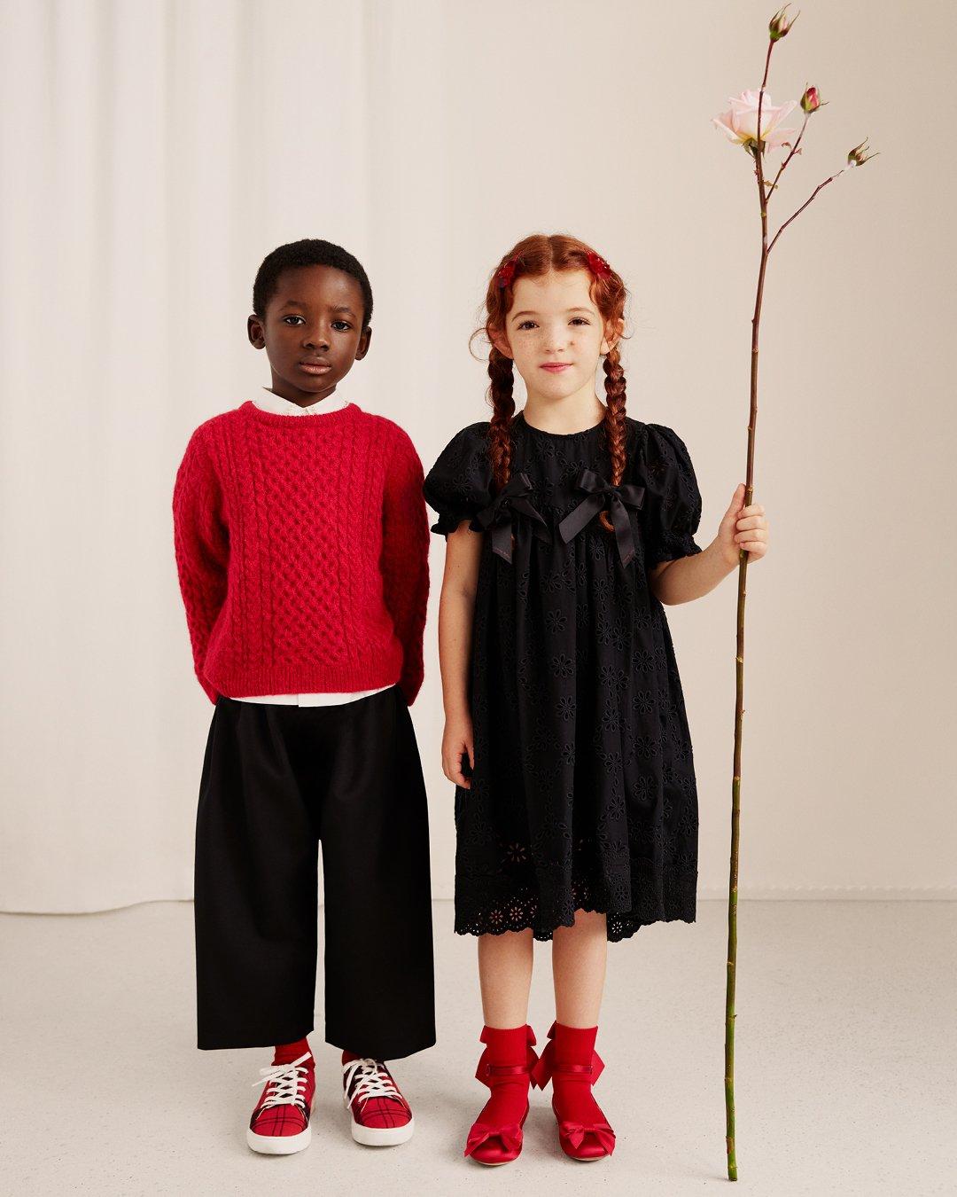 시몬로샤 H&M 콜라보 컬렉션의 아동복 모습이다.