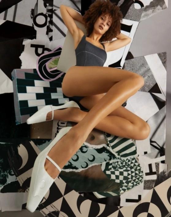 지미추 마린세르의 컬렉션 슈즈를 착용한 모델컷이다.