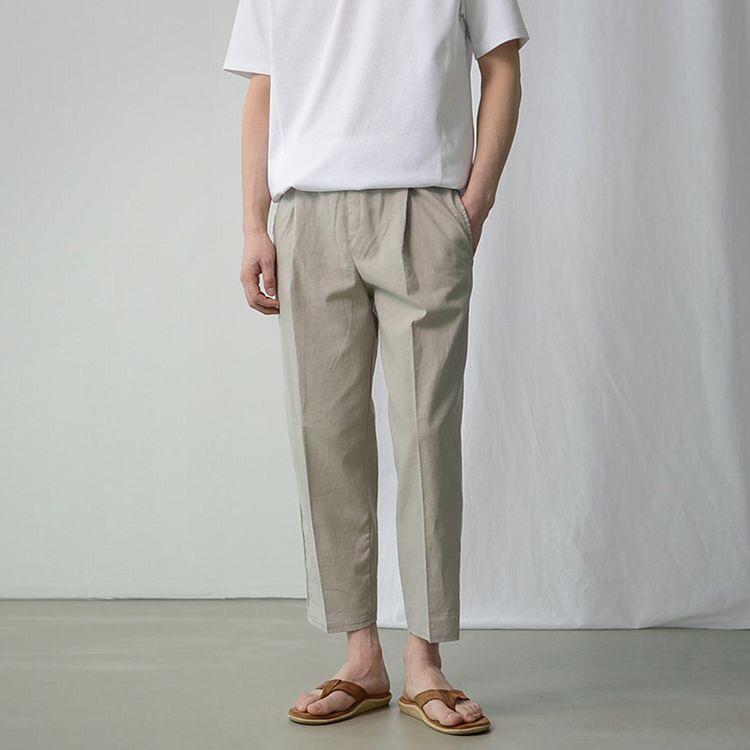 남자 여름 바지로 활용성 좋은 베이지 바지를 추천한다.