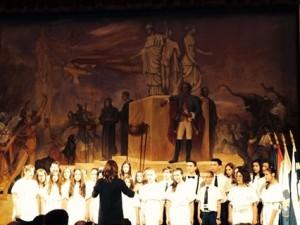Slika 3. Zbor glazbene škole na svečanoj sjednici Osječko-baranjske županije u HNK Osijek