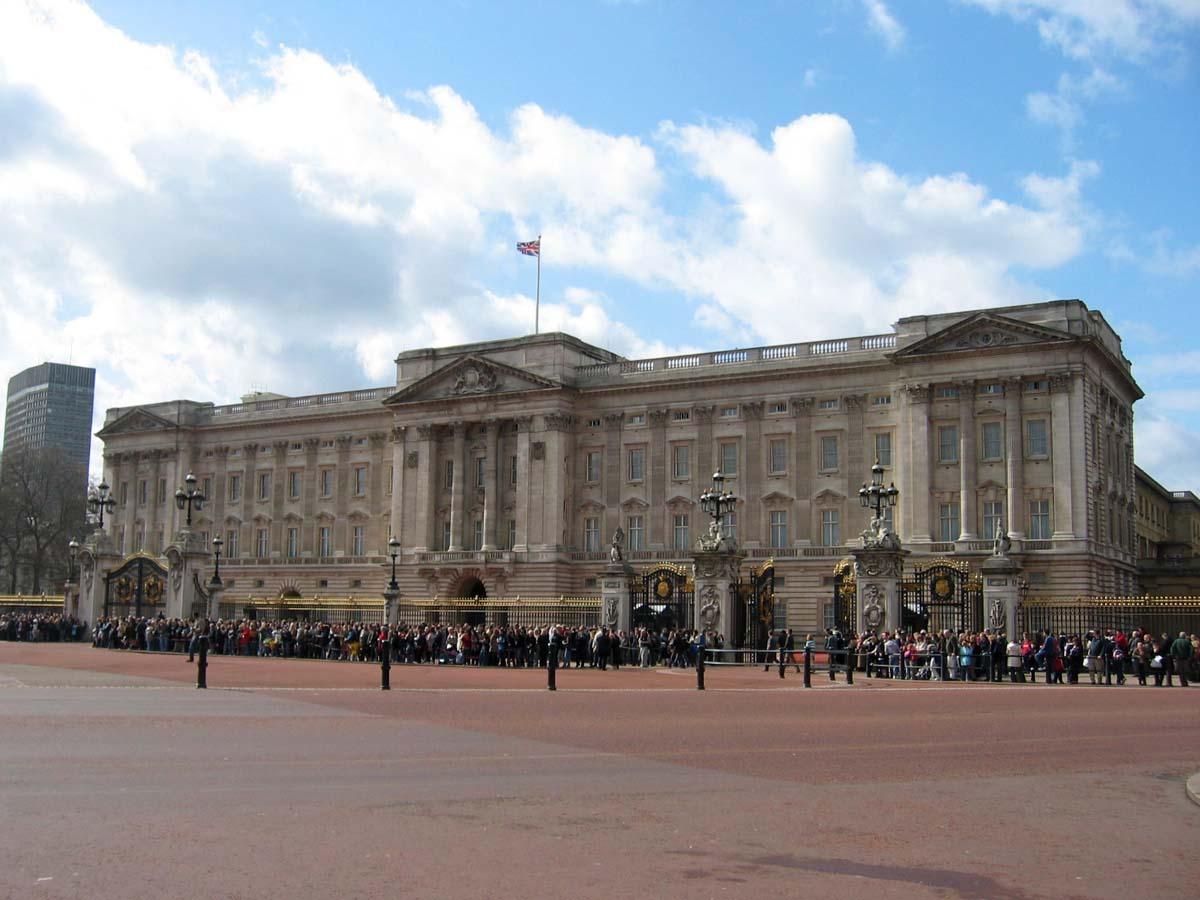Buckinghamský palác v Londýně, sidlo britské královny